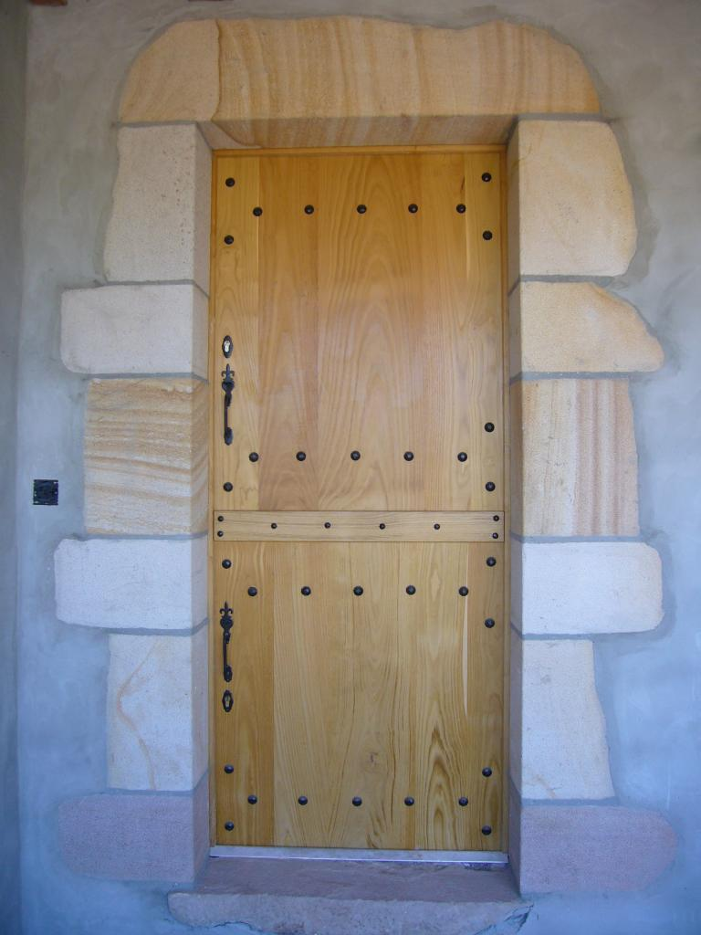 les portes d'entrée pleines