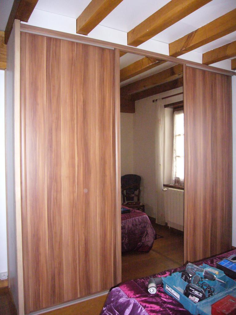 placard sous escalier coulissant placards sur mesure sous escalier les ateliers du c dre. Black Bedroom Furniture Sets. Home Design Ideas
