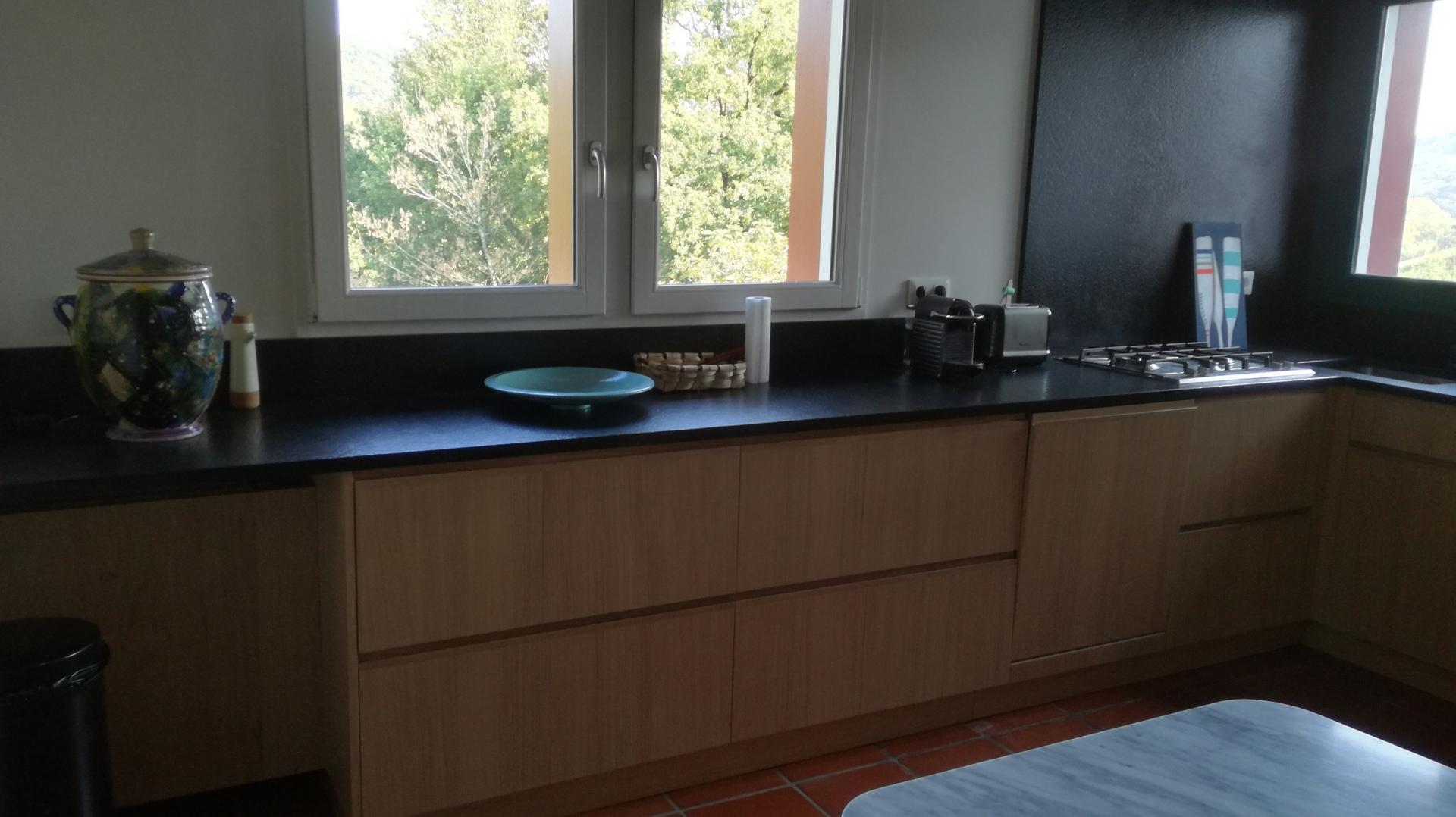 cuisine chêne blanchi et granit noir